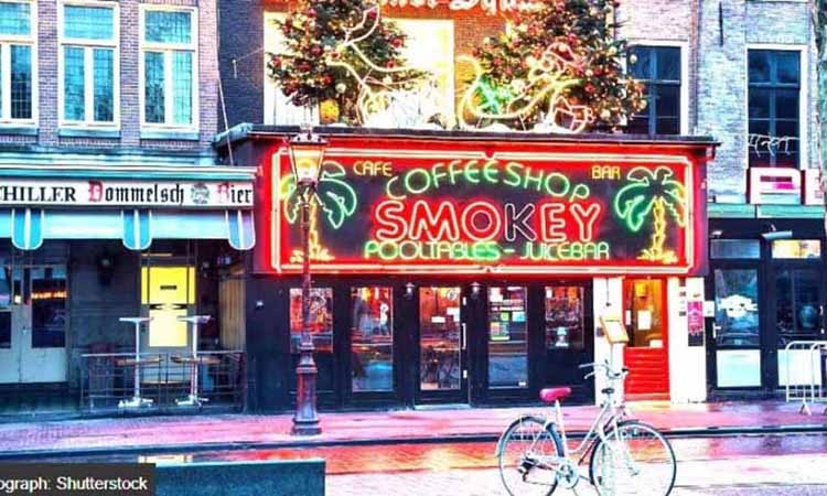 Coffee Shop Smokey At Rembrandt Square